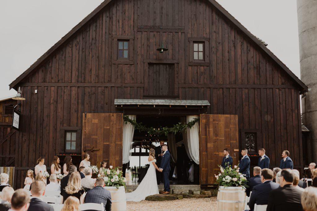 Springfield-Midwest-Wedding-StoryBook-Barn049